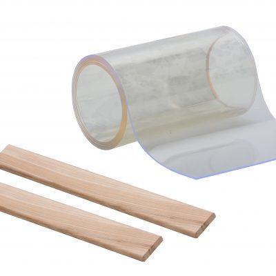 psí bouda – vchod 2x dřevěná lišta + PVC 200x2